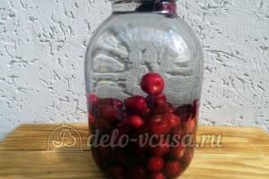 Компот из черешни на зиму: Залить ягоды водой