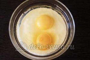 Куриное филе Сюрприз: Яйца взбить со сметаной