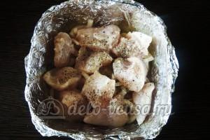 Куриное филе Сюрприз: Кладем в форму слой курицы
