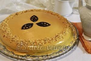 Бисквитный торт с масляным кремом: Украшаем торт орехами и фигурным шоколадом