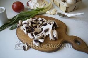 Грибной гуляш: Порезать грибы