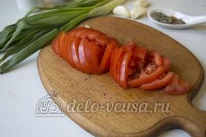 Грибной гуляш: Порезать помидоры
