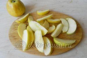 Пирог-перевертыш с яблоками: Порезать яблоки