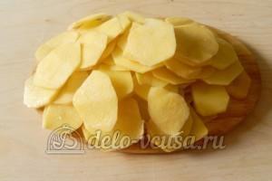 Картофельные чипсы в микроволновке: Картошку тонко нарезать