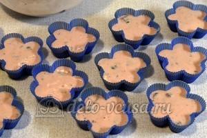 Кексы из сухого киселя: Раскладываем тесто в формочки