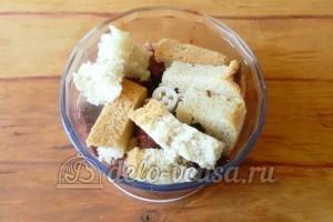 Котлеты из ливера: Добавляем хлеб