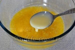 Кулич на йогурте: Добавить сгущенное молоко