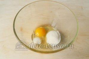 Мягкие вафли в вафельнице: Соединить яйцо и сахар