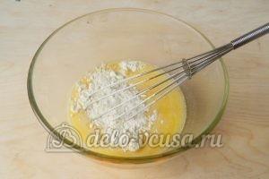 Мягкие вафли в вафельнице: Добавить муку