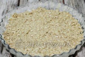 Овсяный пирог с яблоками: Перекладываем в форму
