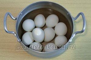 Пасхальные яйца с буквами: Яйца кладем в воду