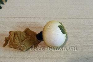 Пасхальные яйца с листочками: Зафиксировала капрон