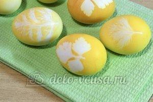 Пасхальные яйца с листочками: Высушить