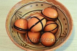 Пасхальные яйца в полоску: Яйца обсушить