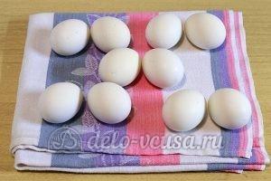 Пасхальные яйца в сетку: Сварить яйца