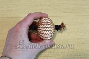 Пасхальные яйца в сетку: Зафиксировать яйцо