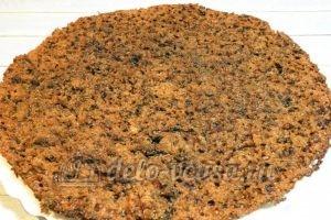 Пирог на кефире с вареньем: Разрезать на коржи