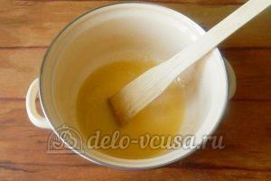 Пирог с ананасами: Довести до кипения