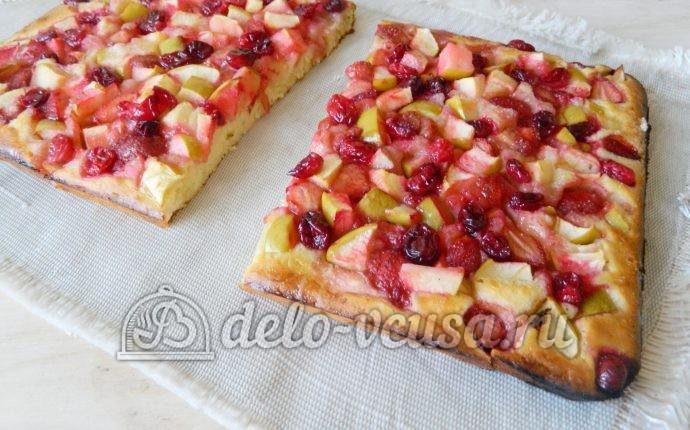 Пирог с яблоками и ягодами