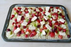 Пирог с яблоками и ягодами: Пирог выпекаем до готовности