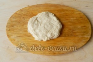 Жареные пирожки с мясом: Отрезаем кусочек теста
