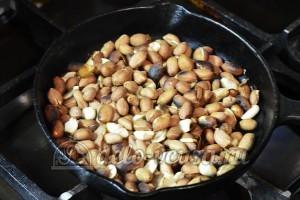 Фруктовый десерт: Обжариваем арахис