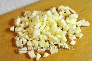 Фруктовый десерт: Очищаем и режем яблоки