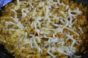 Рулет из лаваша с грибами: Присыпаем грибы с овощами тертым сыром