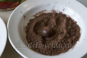 Шоколадные трюфели: Конфеты обвалять в какао