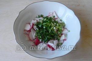 Салат из редиски и зелени: Измельчить зеленый лук
