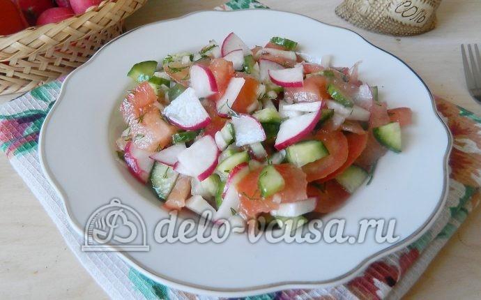 Салат с редиской, огурцом и помидором