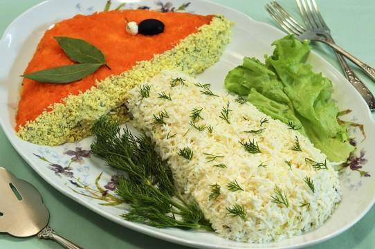 Салат соленые рыба и опята фото