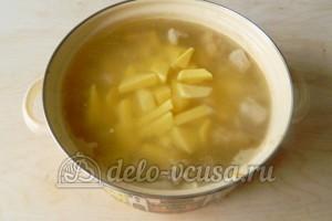 Щи из квашеной капусты: Добавить картошку