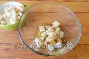 Сухарики с горчицей: Перемешать хлеб с соусом