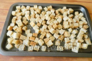 Сухарики с горчицей: Кладем на противень