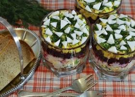 Свекольный салат с яйцом и сыром