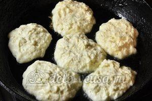 Сырники на кефире: Жарим с двух сторон