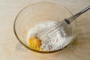 Торт Наполеон с заварным кремом: Соединить сахар и яйца
