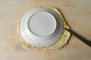 Торт Наполеон с заварным кремом: Вырезать круг