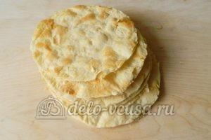 Торт Наполеон с заварным кремом: Подготовить каждый корж