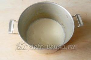 Торт Наполеон с заварным кремом: Кипятим молоко