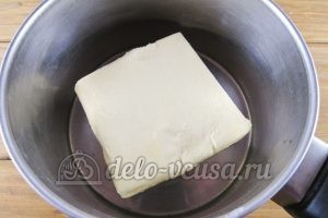 Торт Прага: Масло кладем в кастрюлю