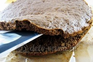 Торт Прага: Разрезать коржи
