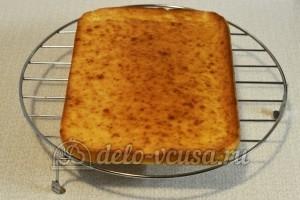 Торт Сметанник: Даем бисквиту остыть