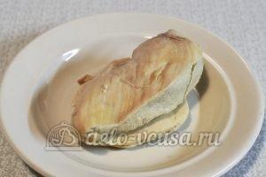 Закуска на чипсах с курицей: Отварить куриное филе