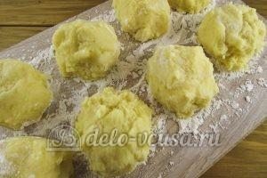 Зразы картофельные с курицей: Тесто делим на порции