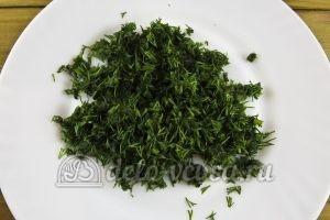 Салат из редиски и зеленого лука: Измельчить укроп