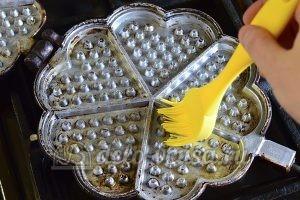 Бельгийские вафли: Подготовить сковородку