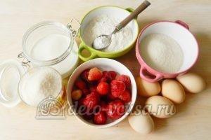 Бисквитный торт с клубникой: Ингредиенты