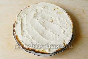 Бисквитный торт с клубникой: Корж смазать кремом